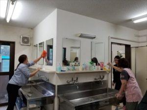 9月29日土曜日、PTA大掃除が行われました。