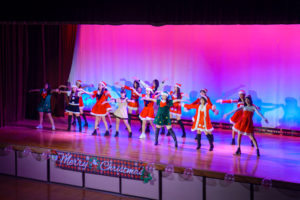 《軽音楽部・ダンス部》クリスマスライブを行いました