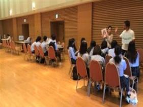대학교 및 전문학교 설명회에 참가했습니다.